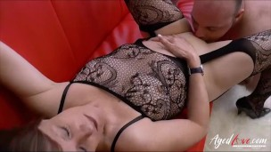 Crazy hot mature lady showing off her skills