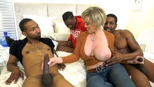 Hot Cougar Wife Dee Williams Gets Pounded By BBC – Cuckold Sessions